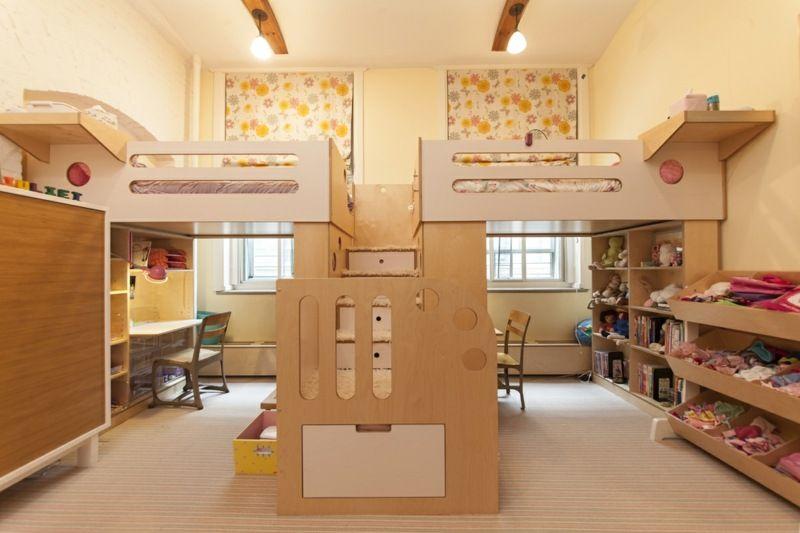 Kinderzimmer ideen für zwei  Zwei Hochbetten mit Treppe in der Mitte des Zimmers | Indoor ...