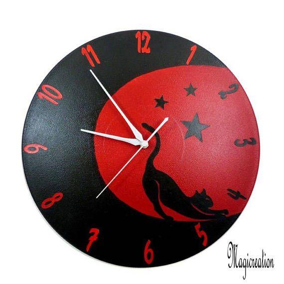 horloge murale silencieuse chat étiré au clair de lune sur