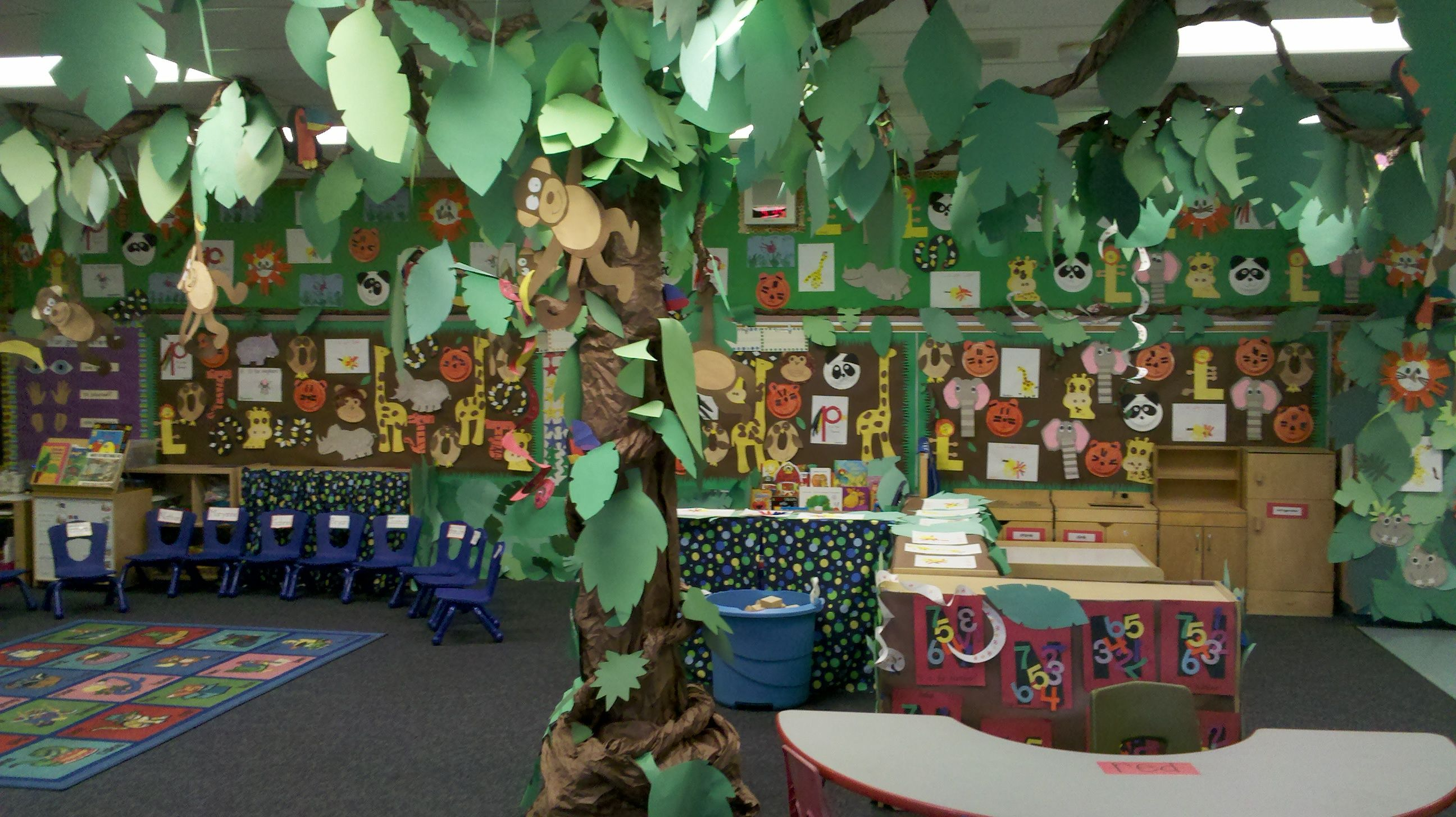 Classroom decoration jungle theme day camp 2014 for Art classroom decoration ideas