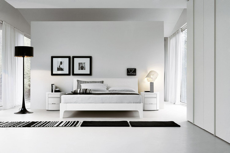 Das Schlafzimmer von Livitalia im klassischen schwarz-weiß ist ...
