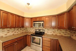 Craftsman Kitchen With Kendall Raised Panel Cabinetry