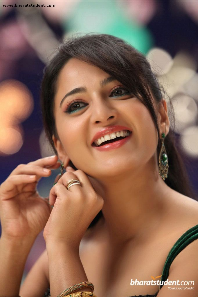 Anushka Latest Stills at Bharatstudent com | Bharatstudent