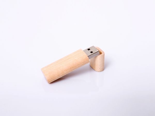 Wood USB Flash Driver    ITEM NO.:TR-UF-009  Material:Wood        Capacity available:2G,4G,8G,16G