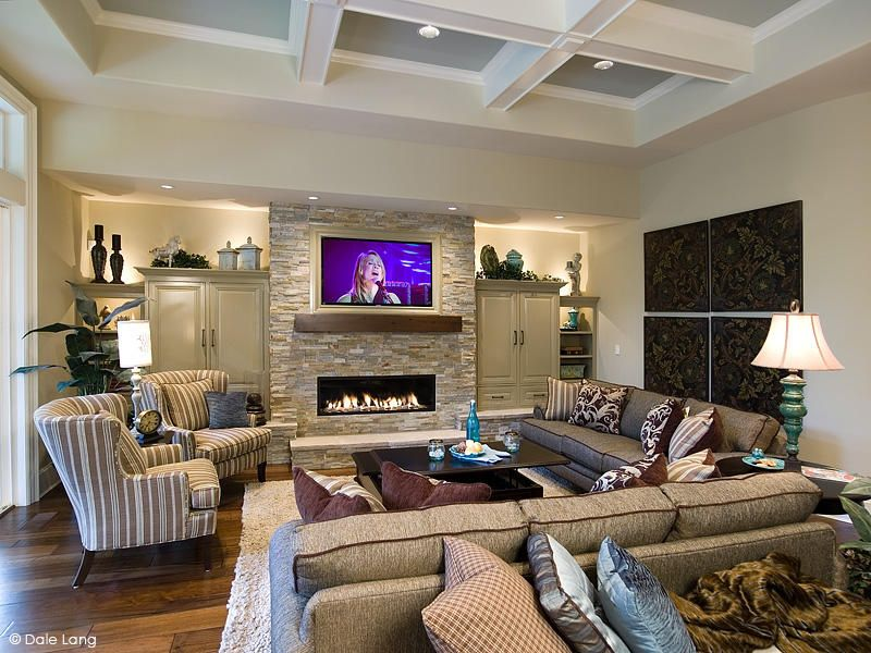 Family room with vaulted ceilings family room for Vaulted living room decorating ideas