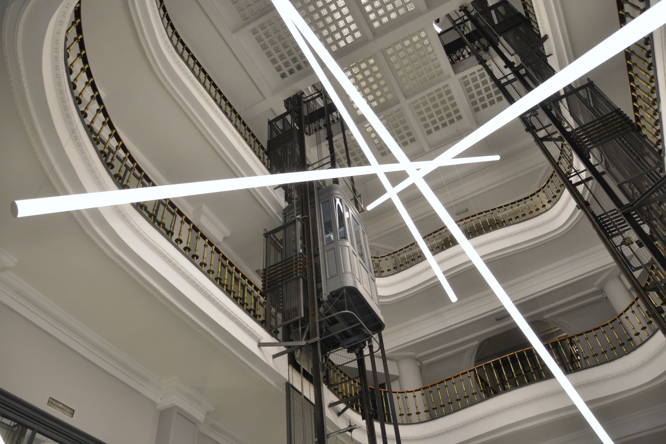 Calle gran v a 27 madrid proyectos lighting y madrid - Catalogo de luminarias para interiores ...