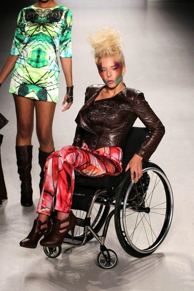 Pela primeira vez a passarela de Milão abre suas portas para uma coleção de peças de luxo para deficientes: o estilista italiano Antonio Urzi, que já vestiu celebridades como Lady Gaga e Beyoncé, revolucionou a Semana de Moda de Milão ao apresentar a primeira coleção de Alta-costura para deficientes.