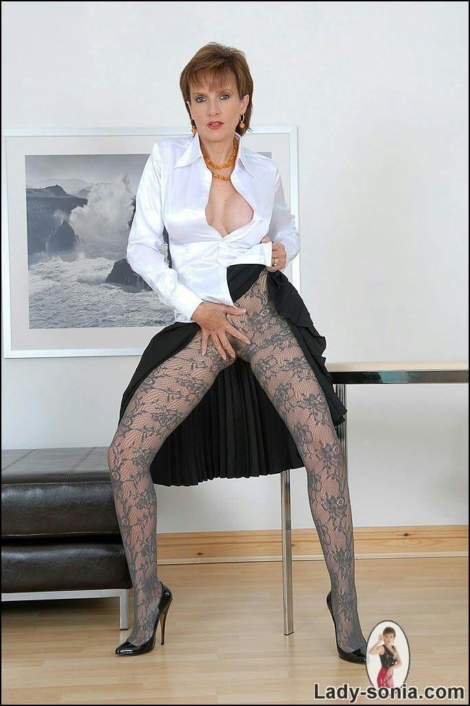 Lesbian Estate Agent