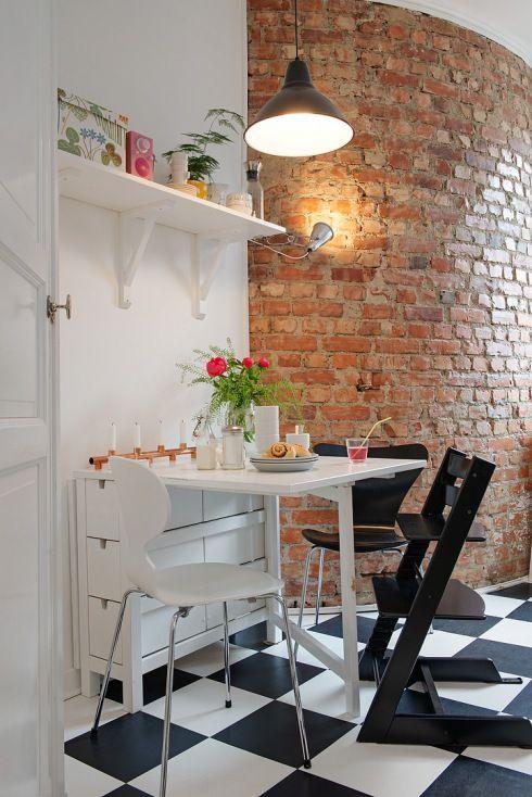 Zdjecie Sciana Z Czerwonej Cegly W Kuchni Biale Polki Wiszace Rozkladany Bialy Stol Z Sz Dining Room Small Scandinavian Interior Design Scandinavian Interior