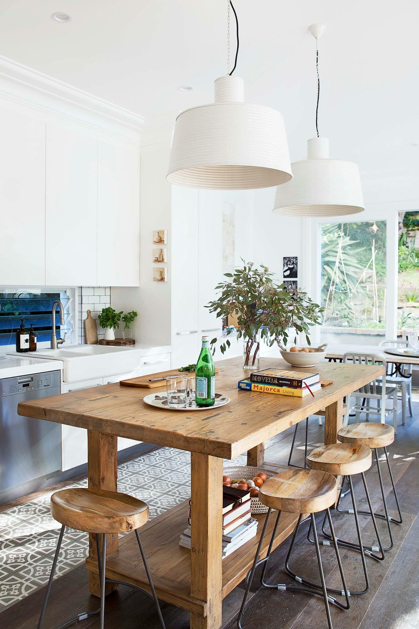 Beachy Kitchen ideas//wooden table and chairs | decoracion ...