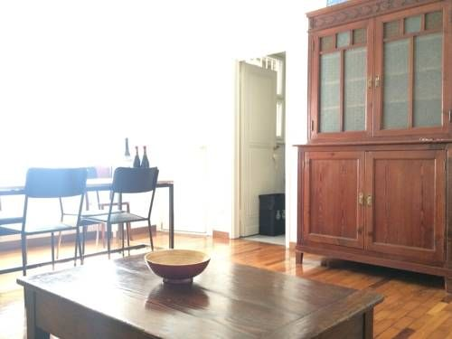 Meravigli Apartment Milano Meravigli Apartment offers accommodation in the centre of Milan, 4 minutes' walk from Cairoli metro station and 700 metres from Sempione Park and Sforzesco Castle. It features bicycle rental and free WiFi in public areas.