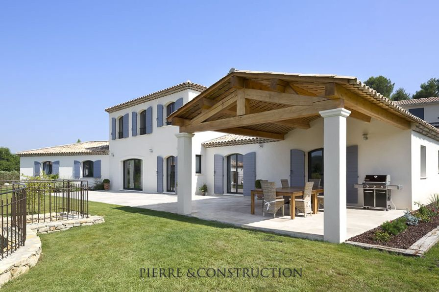 Maison traditionnelle proven ale roofs pinterest for Couleur volet maison provencale