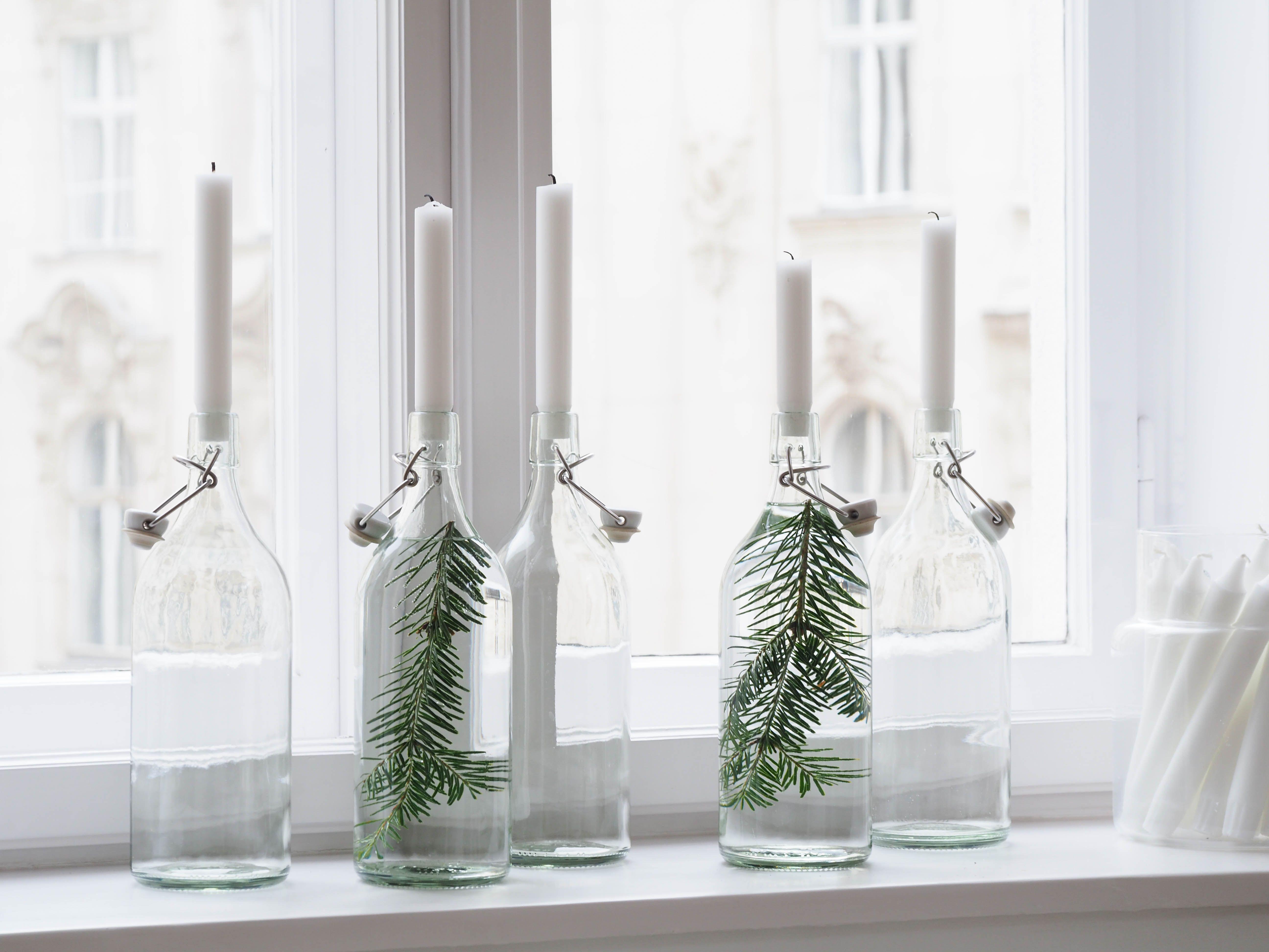Weihnachten wohnzimmer ~ Easy christmas diy flaschen kerzen tannenzweige www
