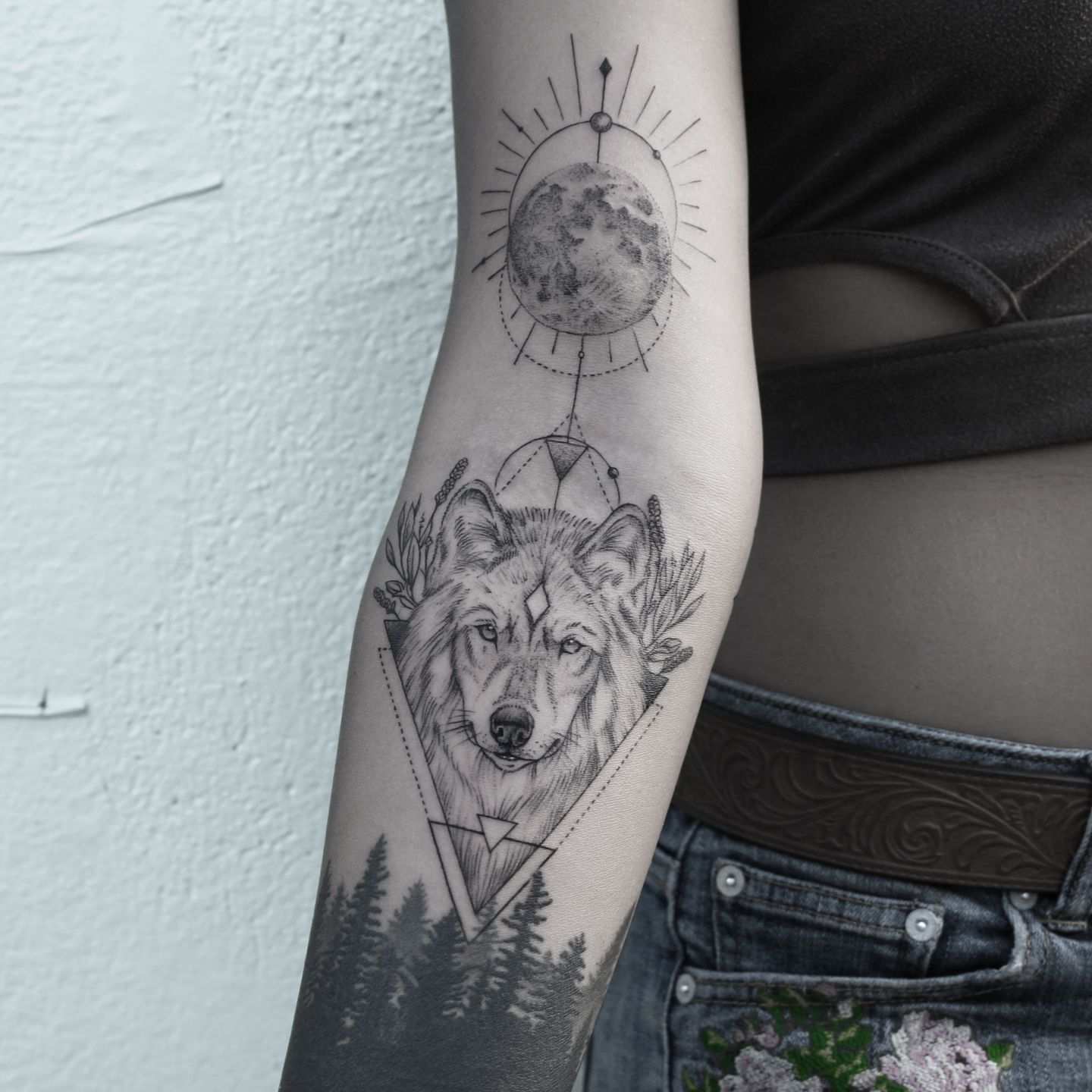 Ditch Tattoos Are Notoriously Hard To Do But That Hasn T Stopped The Placement From Trending Wolf Tattoos For Women Wolf Tattoo Sleeve Wolf And Moon Tattoo