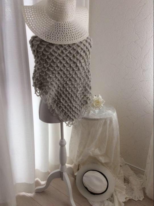 Sjaal/stola wit met zilver in het garen