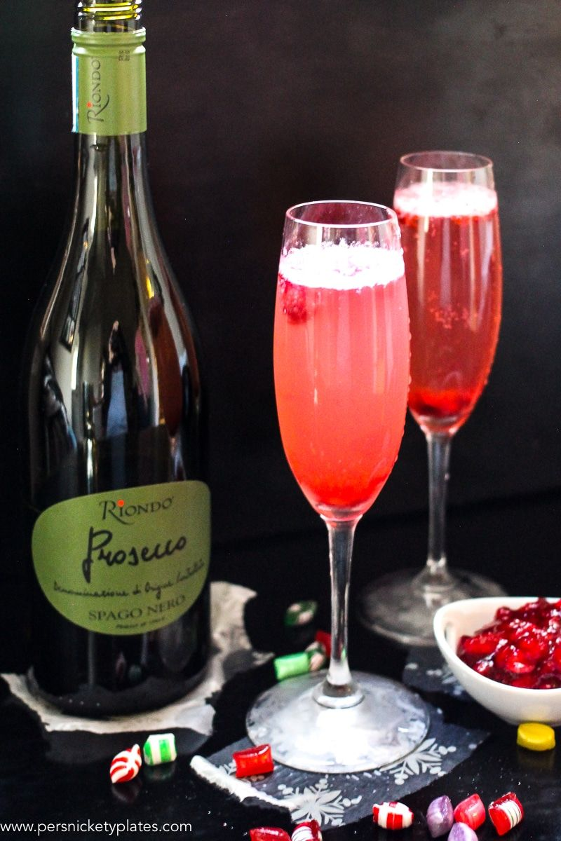 This Cranberry Prosecco Spritzer Combines The Vibrant Bubbles Of Riondo Prosecco With The Warm Winter Note Festive Holiday Cocktails Prosecco Holiday Cocktails