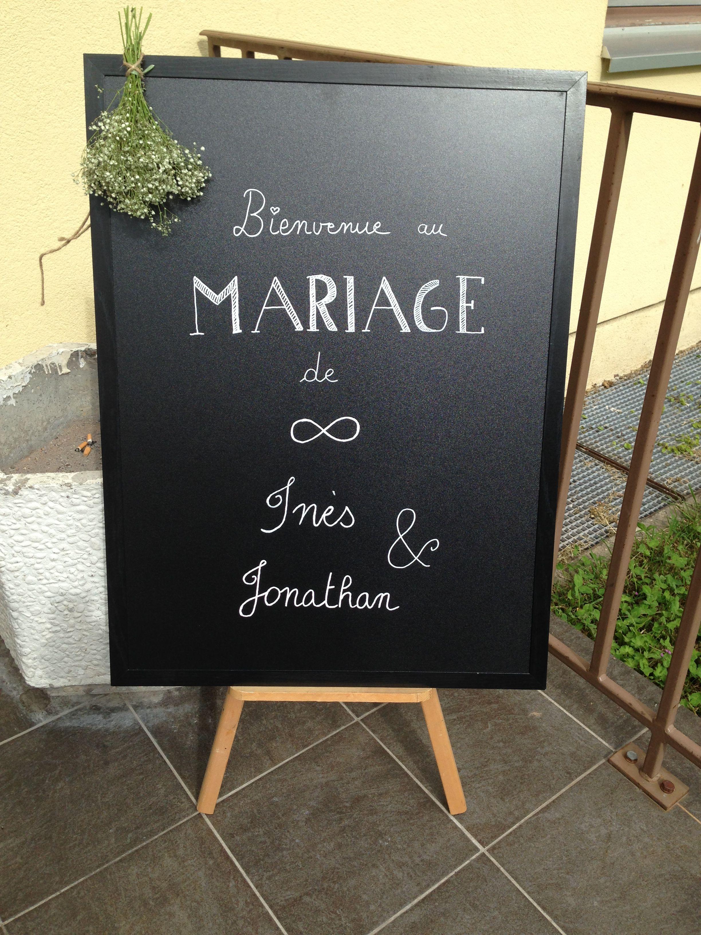 Tableau noir pour accueillir les invités #chalkboard #wedding fait par ma Vanouch @nau4173