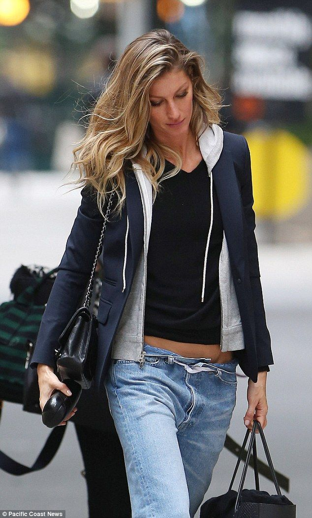 Gisele Bundchen bares belly in low-slung boyfriend jeans in NYC ...