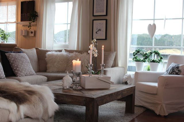 Lind Road: living room