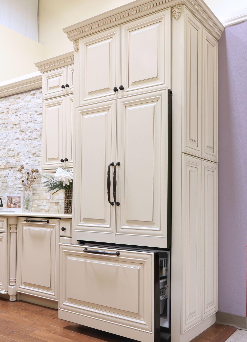 Crème Maple Glazed Cabinet | Glazed kitchen cabinets ...