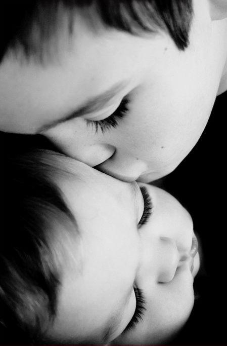 """""""A vida é tão bonita,basta um beijoe a delicada engrenagem movimenta-se,uma necessidade cósmica nos protege!..."""" (adélia prado)"""