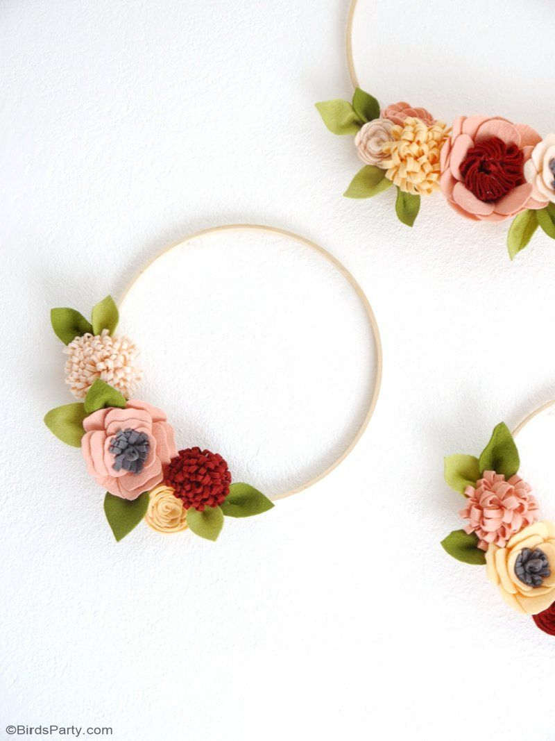 DIY Felt Flower Wreath for Fall DIY Felt Flower Wreath for Fall - easy to make, these pretty autumnal decorations are ideal for the home or to embellish party tables, bars and photo booths! by  @birdsparty