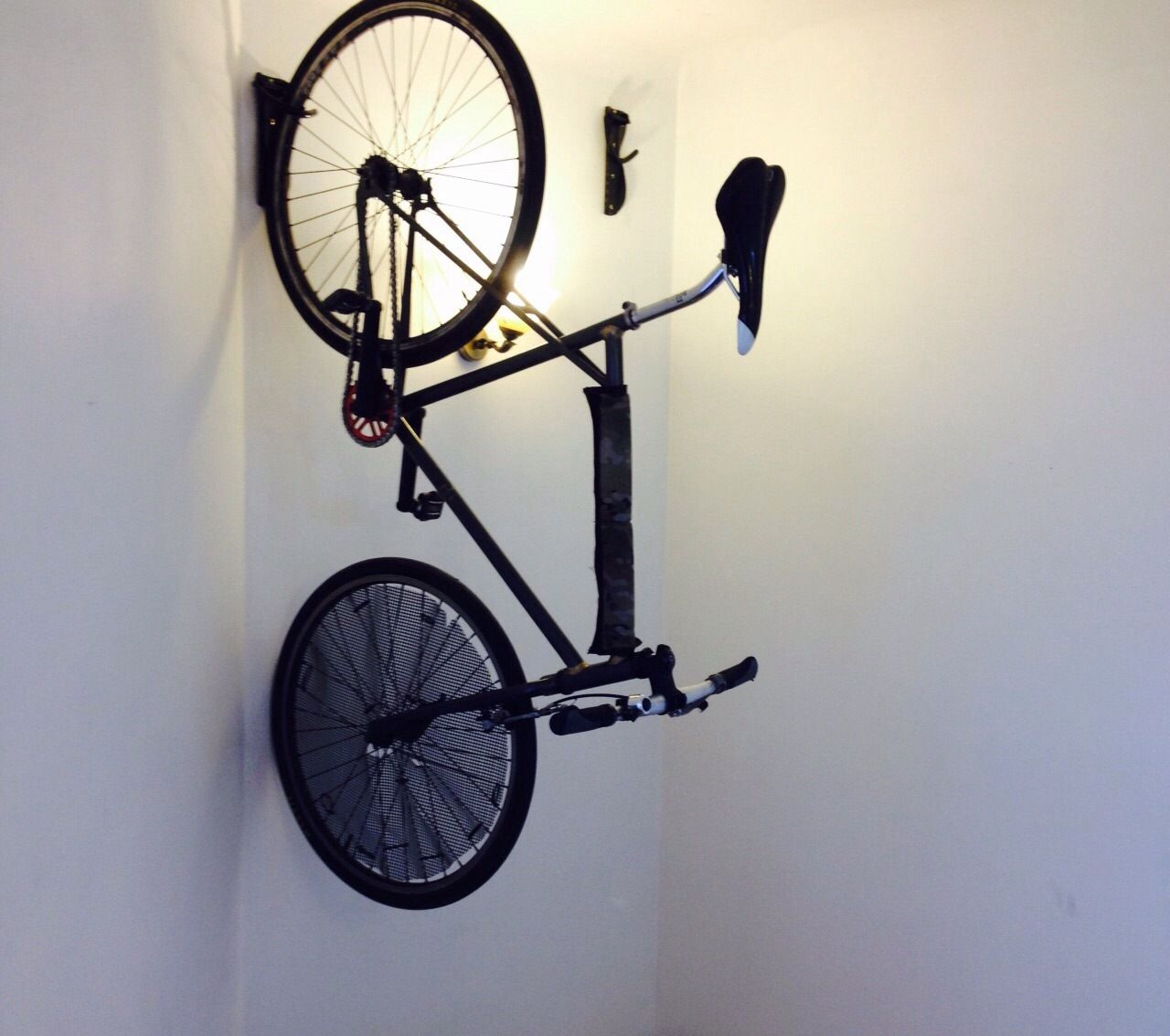 Look jeremy s bicycle rack apartment therapy - Porta Bicicleta Muro Seoulbicycleproducts