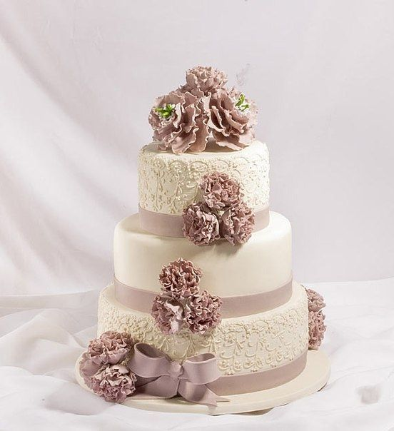 Rose Wedding Ideas: Dusty Rose & Cream Wedding Cake