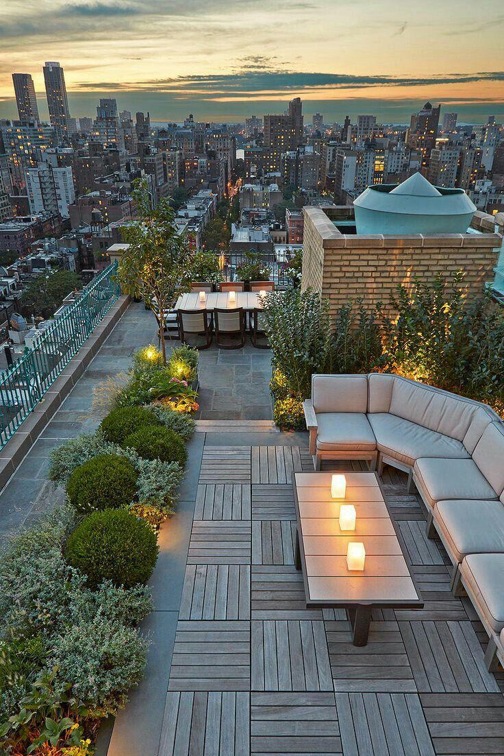 Dachgarten Dachterrasse Holz Pflanzen Sitzgelegenheit Sofa