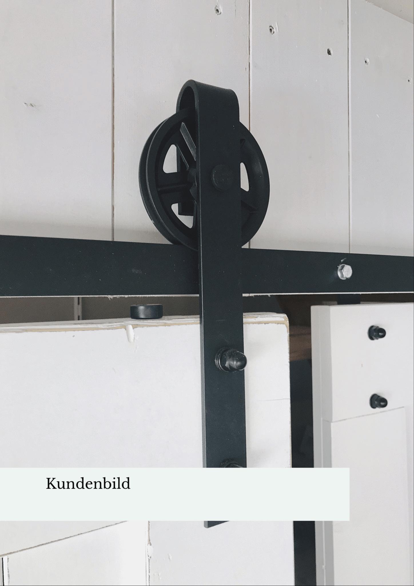 Schiebetür in Scheunentor Optik im Britisch Farmhouse Stil