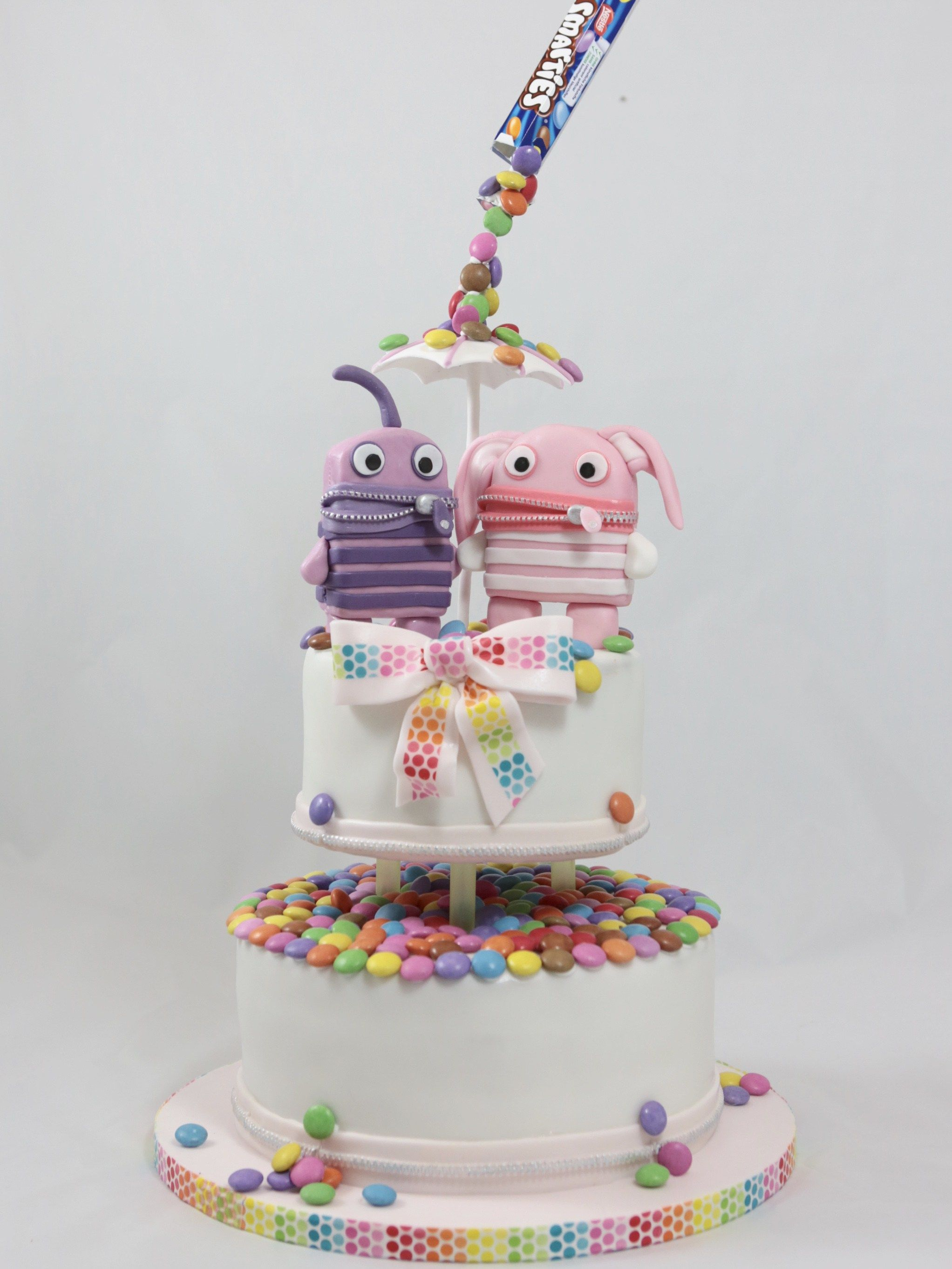 torte motivtorte smarties sorgenfresser anti gravity cake kindergeburtstag pinterest. Black Bedroom Furniture Sets. Home Design Ideas