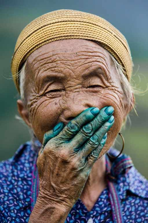 This face says more than 1000 words. Réhahn's Stunning Portraits: The Hidden Smiles of Vietnam on TheCultureTrip.com. Click the image to read the full article.