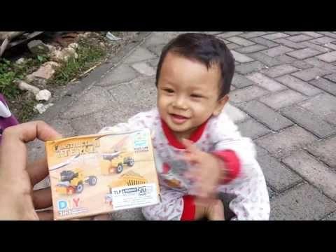 Anak Kecil Lucu, Unboxing LEGO Transportasi Kontruksi ...