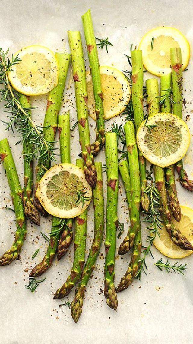 Aspargos grelhados com limão e ervas