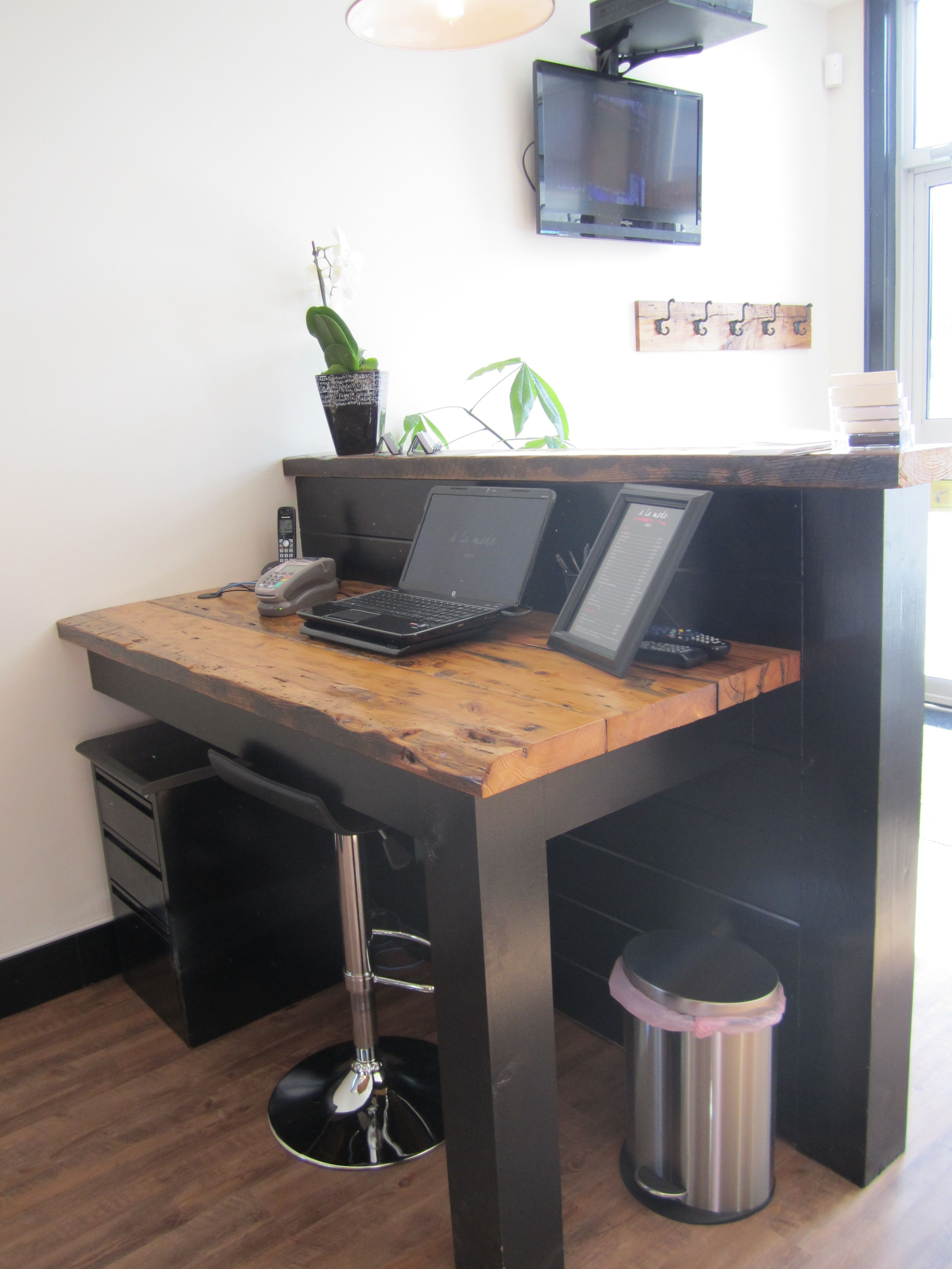 Image result for reception desks made from hat boxes カウンター in