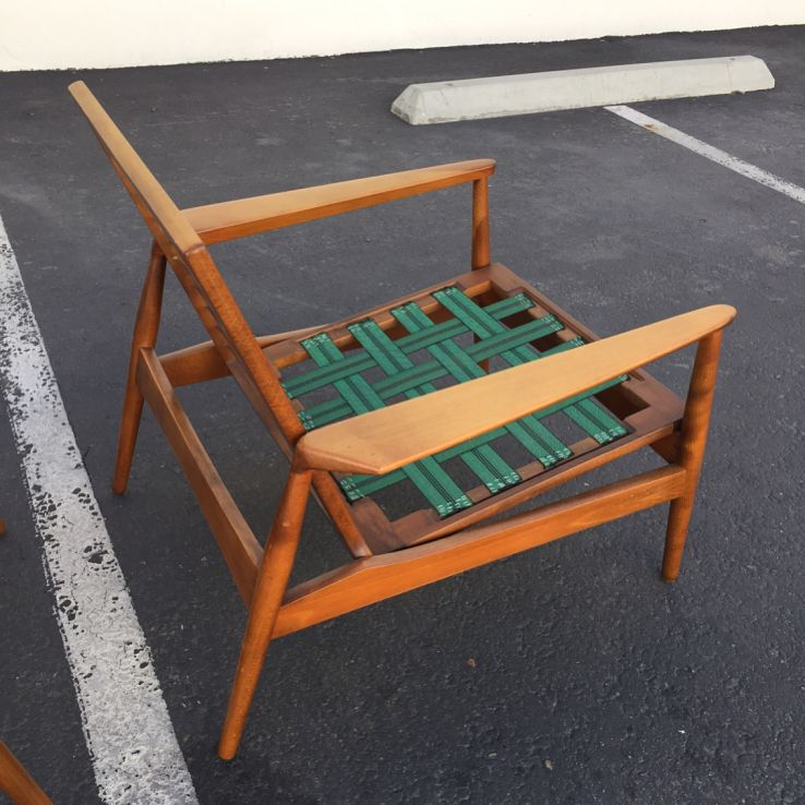 New Arrivals Daily At Post War Modern This Pair Of Grete Jalk Beech Frame Lounge Chairs Is Available For C Danish Lounge Chair Mid Century Lounge Chairs Chair
