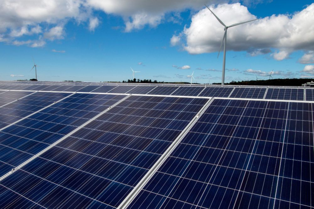 As Some Homeowners Associations Debate Whether Solar Panels Should Be Allowed At A New Milwaukee Area Subdivision They Wi Solar Renewable Energy Solar Panels