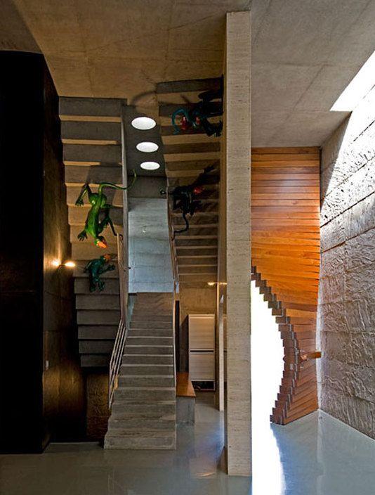 Modernes Haus Mit Betontreppe Und Flur Deko Ideen _wand Streichen Iden Für  Betonwand #Design #dekor #dekoration #design #Heimtextilien #Hausdesign  #Küche ...