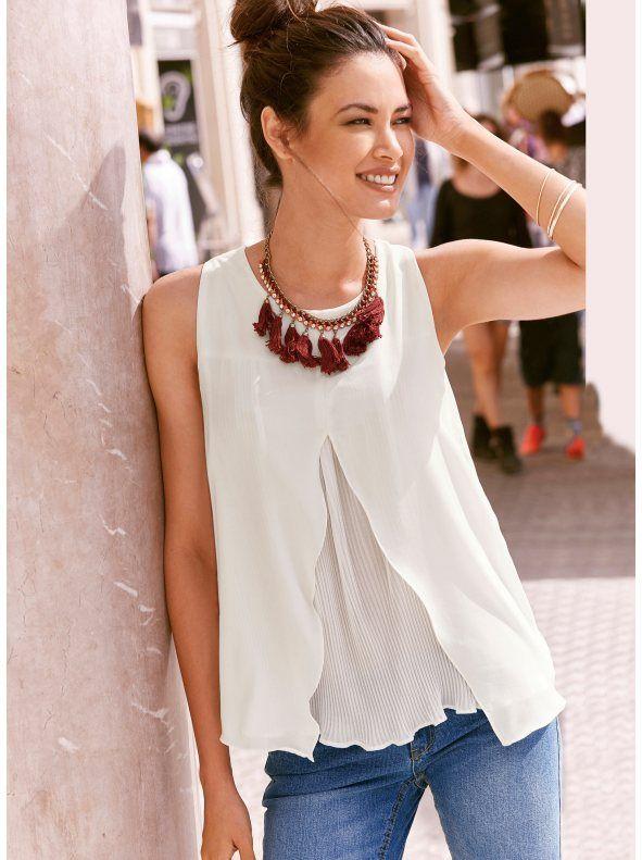 Blusa sin mangas mujer efecto doble con plisado. Esta femenina blusa de  inspiración romántica te encantará por su corte frontal con pieza plisada  de efecto ca9a5b19ef09
