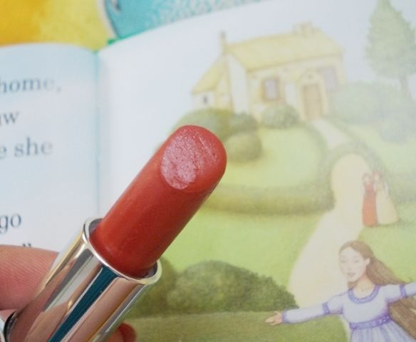 Indian Beauty Central: Kryolan Lipstick Classic LC106