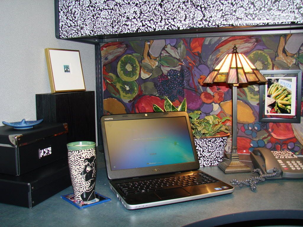 Classy cubicle decorating ideas office cubicle idea for Office decoration pics