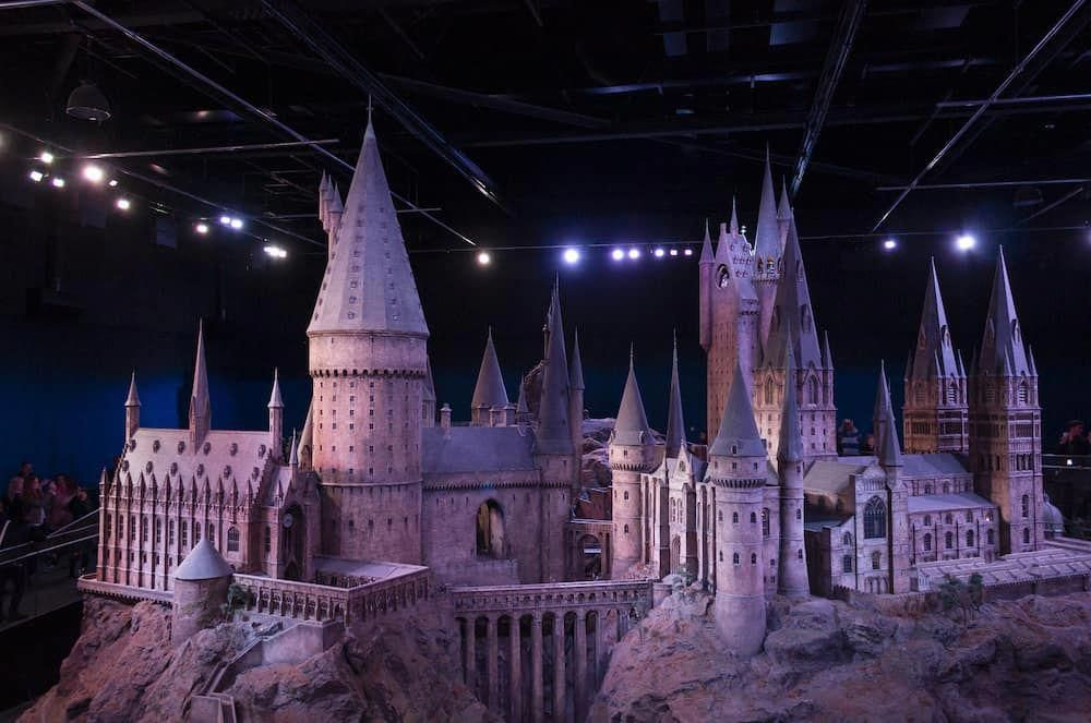 With A Tour You Can Explore The Worlds Of Shakespeare And Other Cultural Icons Associated With T Warner Bros Studio Tour Day Trips From London Hogwarts Castle