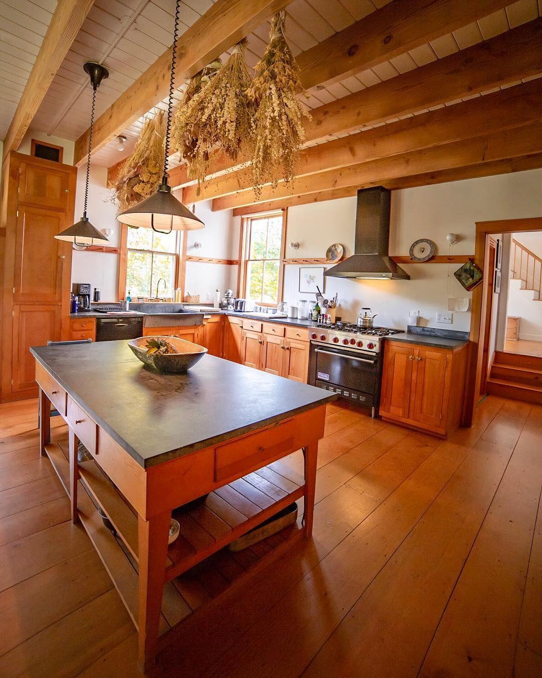 New England farmhouse goals right here. ↟ Locatio New