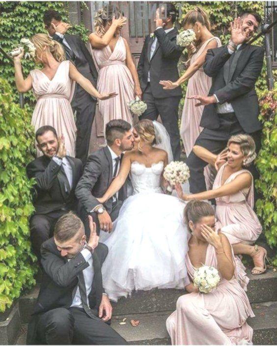 Foto Di Nozze Divertenti Idee Fotografiche Funny Wedding Photography Wedding Humor Wedding Picture Poses