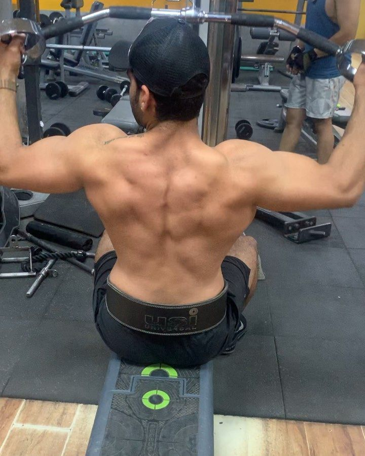 Back Attack  #latpulldown #backattack #latenightsesh #fitness #workoutroutine ...
