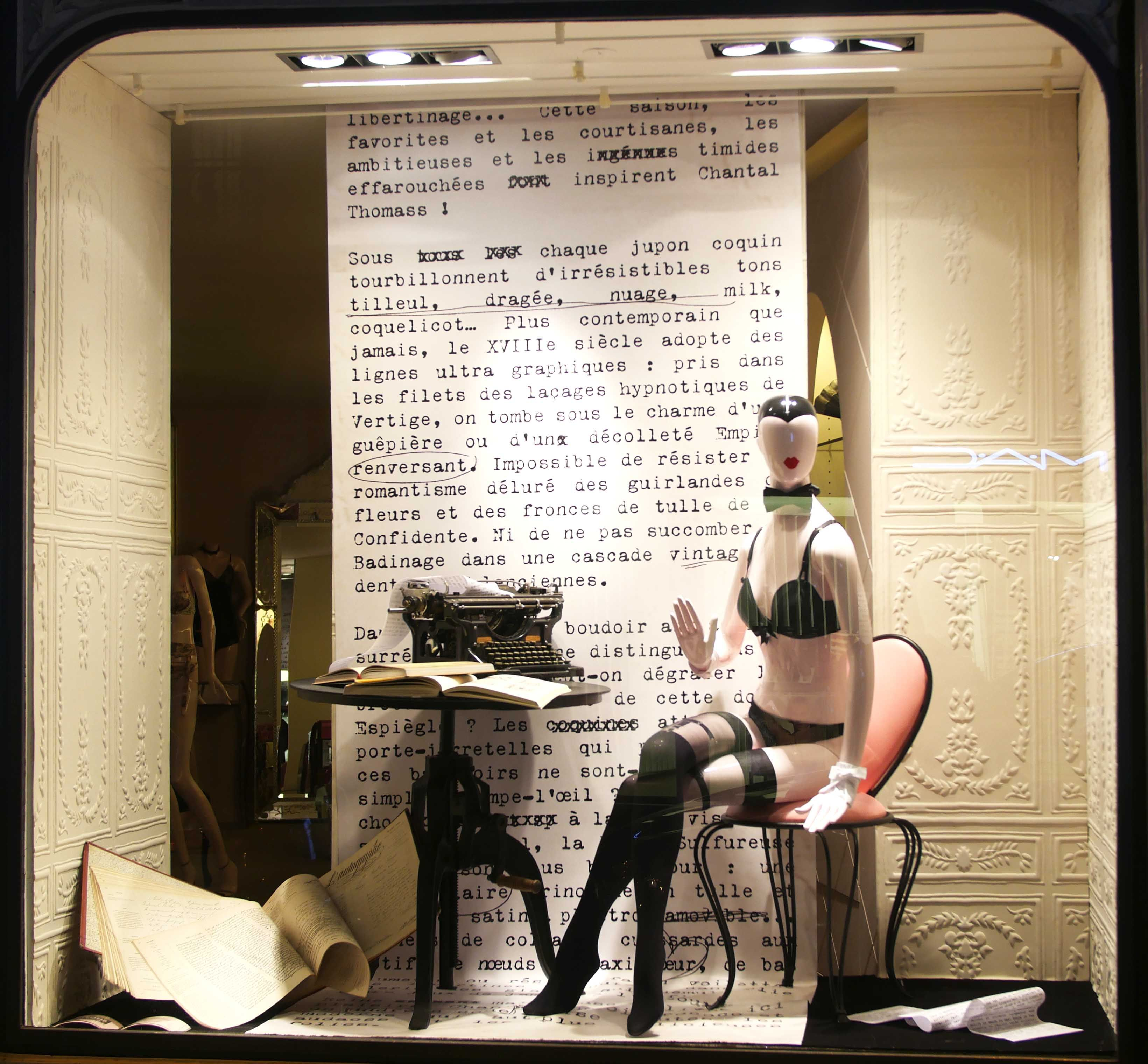 f vrier 2015 vitrine boutique chantal thomass 211 rue saint honor paris chantalthomass. Black Bedroom Furniture Sets. Home Design Ideas