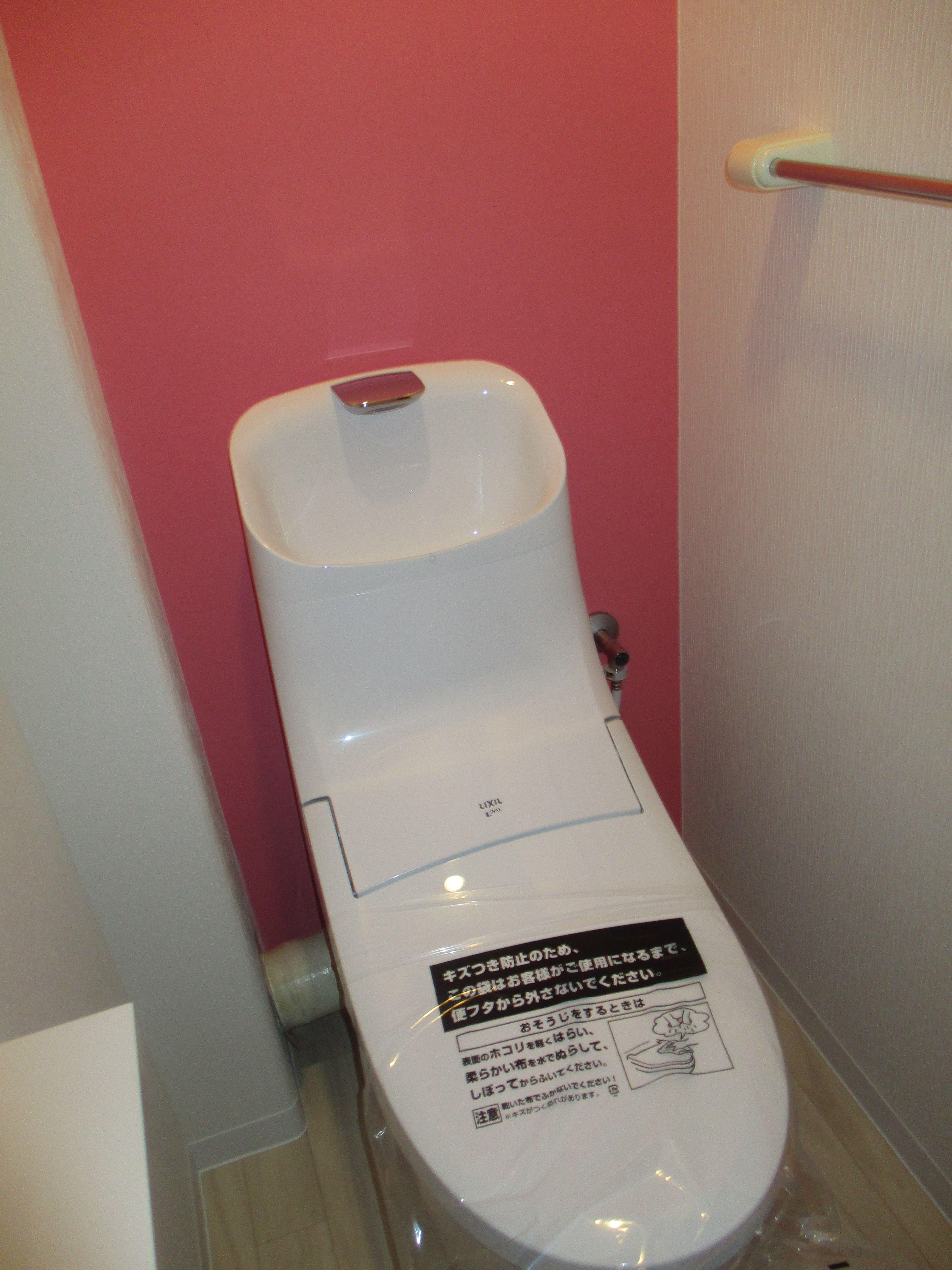 リクシルのトイレ プレアスhsタイプです カラーはピュアホワイトです トイレ リクシル プレアス ピュアホワイト リクシル アクセントクロス クロス