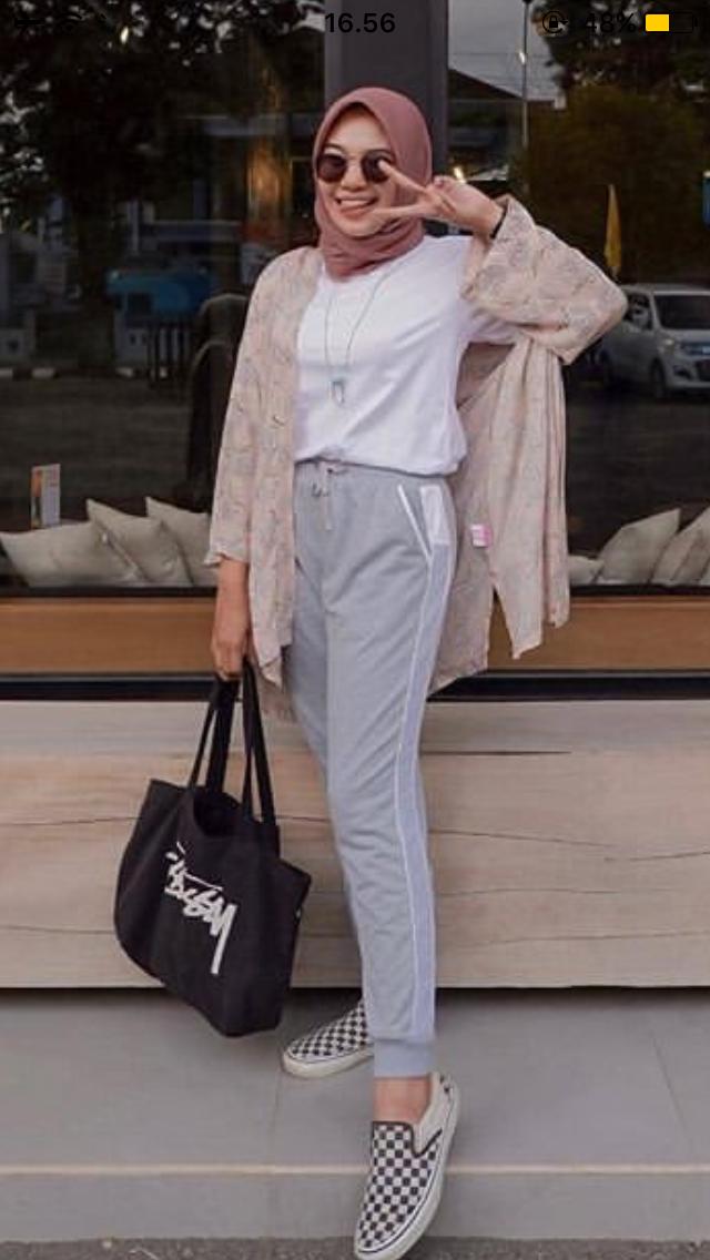 Pin Oleh Ayyyaaa Di Ootd Hijab Di 2020 Gaya Sporty Gaya Model Pakaian Gaya Berpakaian