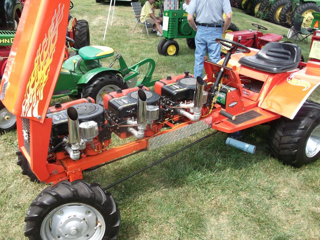 Lawn Tractor Dual Wheels Hot Wheels Racing Mower With 3 Motors