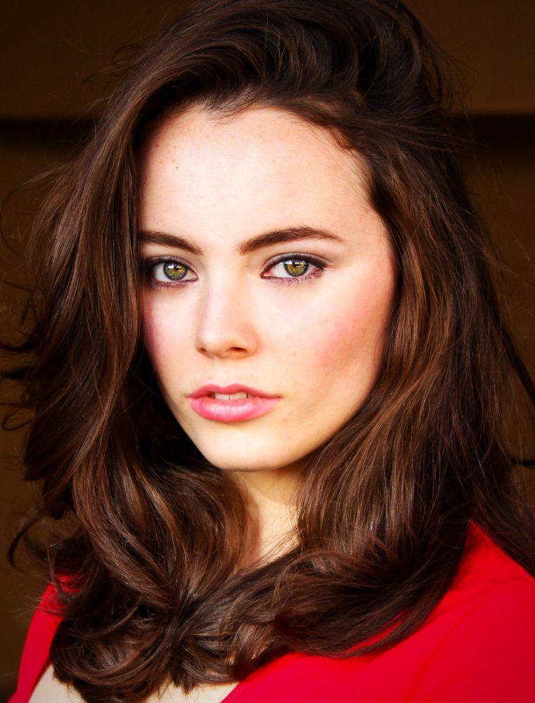 Freya Tingley Actress Hemlock Grove Freya Tingley Was Born On March 26 1994 In Perth Western Australia A Perfect Skin Red Brown Hair Color Red Brown Hair We talk to freya tingley about preparing for the role. freya tingley actress hemlock grove
