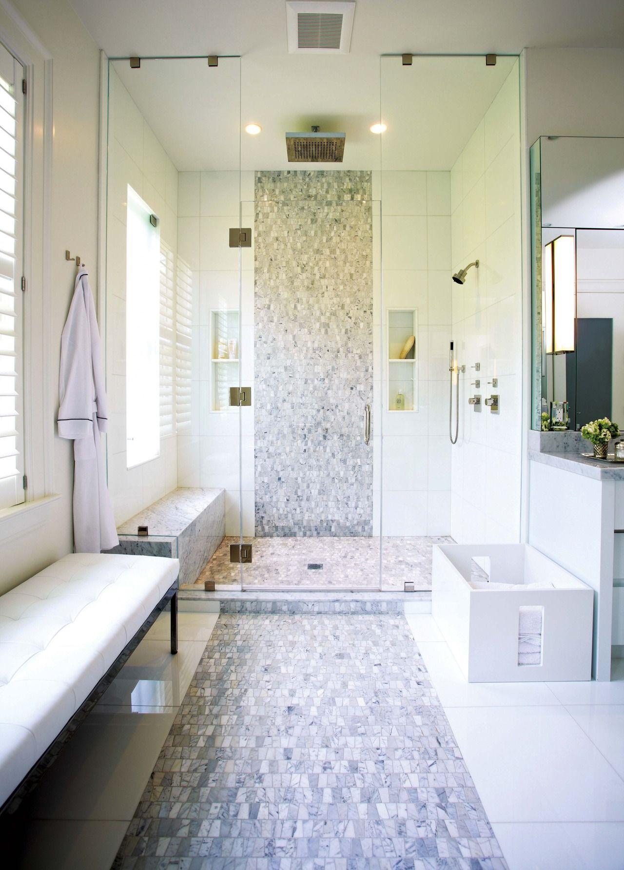 Una casa con toques de diseño oriental | Baño moderno, En la casa y Gris
